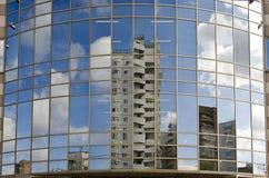 Riflesso nelle finestre delle case Immagine Stock Libera da Diritti