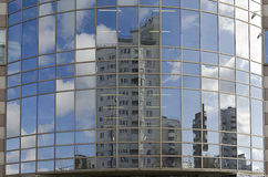 Riflesso nelle finestre delle case Fotografia Stock Libera da Diritti