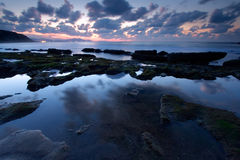Rifletta nella spiaggia di Azkorri a Getxo fotografia stock libera da diritti