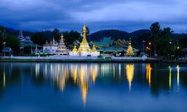 Rifletta un tempiale tailandese.   Immagine Stock Libera da Diritti