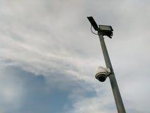 Riflettore della lampada e macchine fotografiche di sicurezza Immagini Stock Libere da Diritti