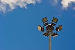 Riflettore moderno con cielo blu Fotografia Stock Libera da Diritti