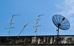 Riflettore parabolico ed antenna TV Immagine Stock