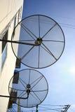 Riflettore parabolico su cielo blu Immagini Stock Libere da Diritti