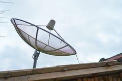 Riflettore parabolico sul tetto Fotografia Stock Libera da Diritti