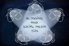 Riflettori con le punte di media di blogging e del sociale del testo immagini stock