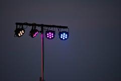 Riflettori della fase dal festival elettronico di concerto rock Fotografia Stock