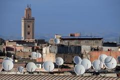 Riflettori parabolici sui tetti Fotografie Stock Libere da Diritti