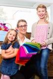 Rifornimenti di acquisto della famiglia in deposito Immagine Stock Libera da Diritti