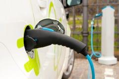Rifornimento di carburante del veicolo elettrico Fotografia Stock