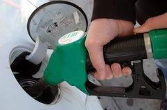 Rifornimento di carburante in primo piano fotografie stock