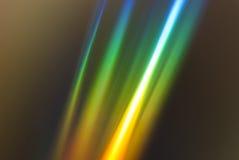 Rifrazione della luce dell'arcobaleno su un CD Fotografia Stock