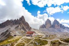 Rifugio高在白云岩山 免版税库存图片