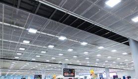 007 - Rifugio del terminale di aeroporto del soffitto di prospettiva fotografie stock libere da diritti