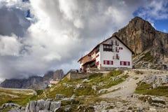 Rifugio hoog bij de Dolomietbergen Royalty-vrije Stock Fotografie