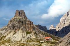 Rifugio hoog bij de Dolomietbergen Royalty-vrije Stock Foto's
