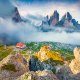 Rifugio Lacatelli no parque nacional Tre Cime di Lavaredo Imagem de Stock
