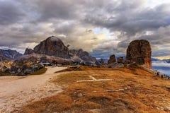 Rifugio Scoiattoli en Cinque Torri Fotos de archivo libres de regalías