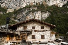 Rifugio Scotoni på Alpen Lagazuoi Arkivbilder