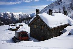 Rifugio sulle alpi in inverno Immagini Stock Libere da Diritti