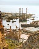 Rig Leaves Shipyard de forage Photographie stock libre de droits