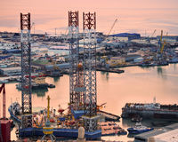 Rig Leaves Shipyard de perforación Foto de archivo