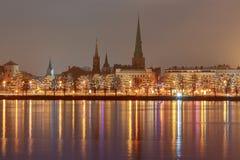 riga Взгляд на западной Двине и обваловке города на рождестве стоковые фото