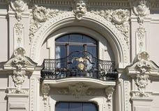 riga Adornamiento de un balcón del edificio bajo la forma de Fotografía de archivo