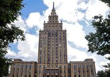 Riga akademi av den vetenskapsStalin skyskrapan Arkivbild