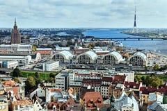 Riga-Architektur mit Riga-Radio und Fernsehturm und Latvian Acade stockbild