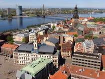 Riga auf den Ufern von Daugava lizenzfreie stockfotografie