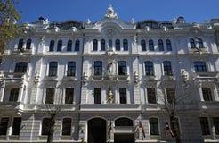 Riga, Ausekla 4, en un edificio histórico con los elementos del eclecticismo y de Art Nouveau Imagen de archivo libre de regalías