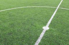 Riga bianca su un'erba del campo di calcio Immagine Stock Libera da Diritti