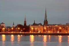 Riga bij nacht Stock Afbeeldingen