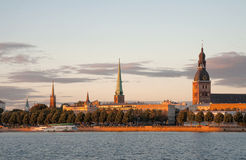 Riga bij zonsondergang Royalty-vrije Stock Fotografie