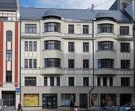Riga byggnadsfasaden på Dzirnavu 63, Art Nouveau Arkivfoton