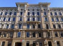 Riga, calle Blaumanja 11-13, edificios históricos, decoración Fotografía de archivo