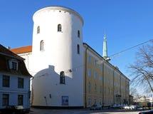 Riga citadell ett vitt torn Arkivfoto