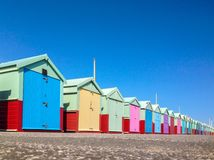 riga colourful delle capanne della spiaggia Fotografia Stock Libera da Diritti