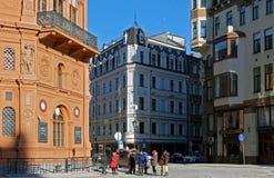 Riga, cuadrado de la bóveda, cruces de las calles históricas Fotos de archivo