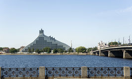 Riga. Das moderne Gebäude der Nationalbibliothek. Lizenzfreie Stockbilder