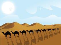 Riga dei cammelli in un deserto Immagini Stock Libere da Diritti