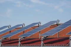 Riga dei comitati solari fotografia stock