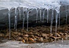 Riga dei ghiaccioli Immagine Stock