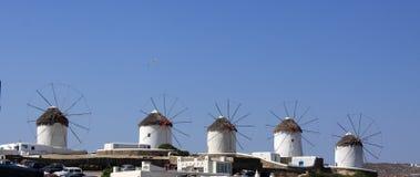 Riga dei mulini a vento di Mykonos Immagini Stock Libere da Diritti