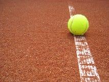Riga del campo da tennis con la palla 1 Fotografie Stock