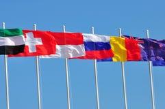 Riga delle bandierine di vari paesi Fotografia Stock