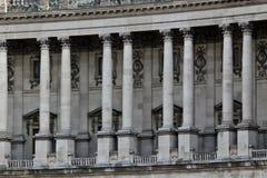 Riga delle colonne in un palazzo Immagine Stock