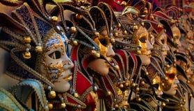 Riga delle mascherine carneval veneziane immagine stock