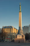RIGA AM 25. DEZEMBER: eine Morgenansicht des Freiheitsmonuments in Riga Lizenzfreies Stockfoto